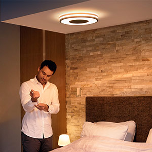 Plafoniera Philips Hue Being con dimmer, nera
